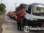 truk-tertahan-di-tps-benowo-surabaya_20180622_105314.jpg