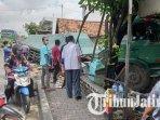 truk-trailer-menghantam-bangunan-terapi-mata-di-desa-sugihwaras-kecamatan-jenu-tuban.jpg