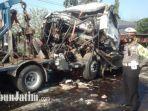 truk-trailer-rusak-parah-di-jalan-raya-plosowahyu.jpg