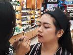 tutorial-make-up-bertema-imlek-ala-the-body-shop.jpg
