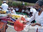 umat-hindu-dharma-menggelar-persembahyangan-hari-raya-galungan-di-pura-jagat-tulung-urip-tulungagung.jpg
