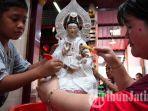 umat-klenteng-hong-san-ko-tee-lakukan-ritual-memandikan-ratusan-patung-dewa.jpg