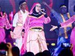unik-siswa-sman-11-tampilkan-drama-musical-aladdin-di-ubs-youth-con-2019-ajak-duet-ibu-guru.jpg