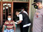 vaksin-door-to-door-mendatangi-para-lansia-di-desa-kecamatan-manyar-rabu-2872021.jpg
