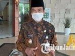 wakil-bupati-gresik-mohammad-qosim-di-halaman-kantor-bupati-gresik.jpg