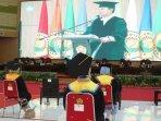 wakil-menteri-perdagangan-ri-jerry-sambuaga-berpidato-di-acara-wisuda-universitas-jember-unej.jpg