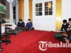 wali-kota-malang-sutiaji-saat-menghadiri-khotmil-quran-secara-online-bersama-gubernur-jawa-timur.jpg