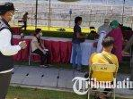 wali-kota-surabaya-eri-cahyadi-di-lokasi-vaksinasi-covid-19-di-stadion-gelora-10-november.jpg