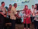 wali-kota-surabaya-tri-rismaharini-saat-menghadiri-papua-festival-2019.jpg