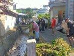 warga-desa-sidomulyo-kota-batu-membersihkan-lingkungan-sungai-yang-jadi-sungai-tematik.jpg