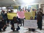 warga-desa-sidowungu-kecamatan-menganti-gresik-protes.jpg