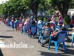 warga-padati-depan-plaza-marina-surabaya-dalam-kegiatan-rapid-test-massal.jpg