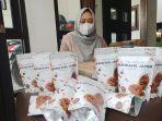wilujeng-dwi-ratna-ningtiyas-produsen-rendang-jamur-asal-desa-putih.jpg