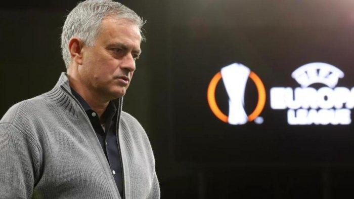 Tersisih dari Liga Europa, Jose Mourinho Sambangi Ruang Ganti Dinamo Zagreb