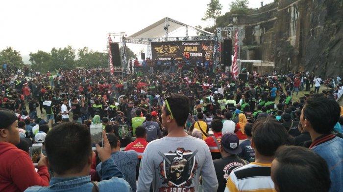 300 Klub Kawasaki Ninja Unjuk Gigi di Tebing Breksi
