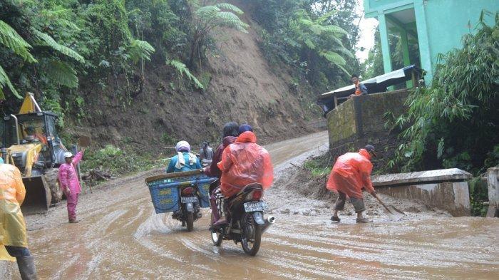 17 Titik Longsor di Magelang, Belasan Rumah Terancam, Akses Jalan Sempat Tertutup
