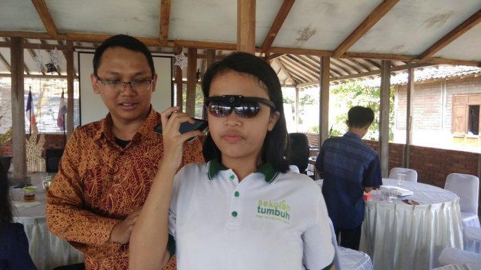 3 Mahasiswa AMIKOM Yogyakarta Ciptakan Gablind, Kacamata Navigasi untuk Tuna Netra