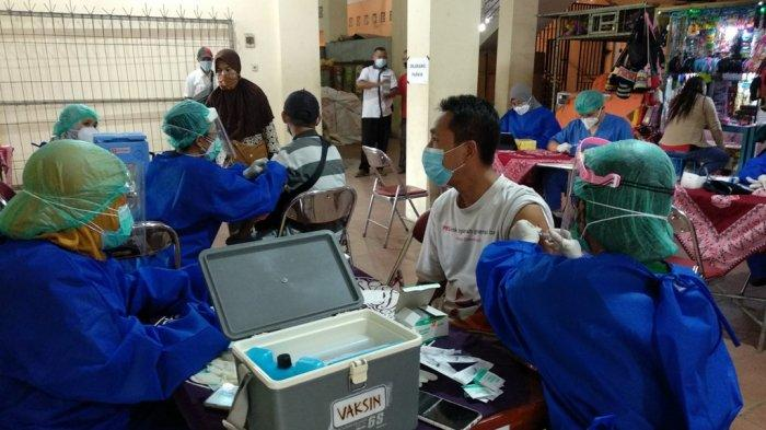 300 Pedagang di Pasar Bantul Disuntik Vaksin AstraZeneca