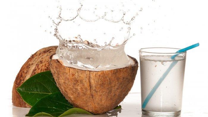 Ini Daftar Kandungan Nutrisi Air Kelapa yang Bisa Membantu Mencegah Batu Ginjal