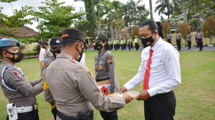 40 AnggotaBerprestasi di Polres Magelang Mendapatkan Penghargaan