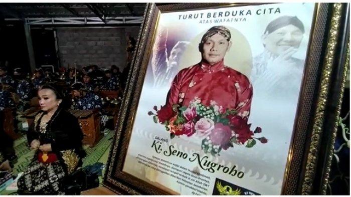 Suasana doa bersama memperingati meninggalnya Ki Seno Nugroho, Senin (9/11/2020) malam