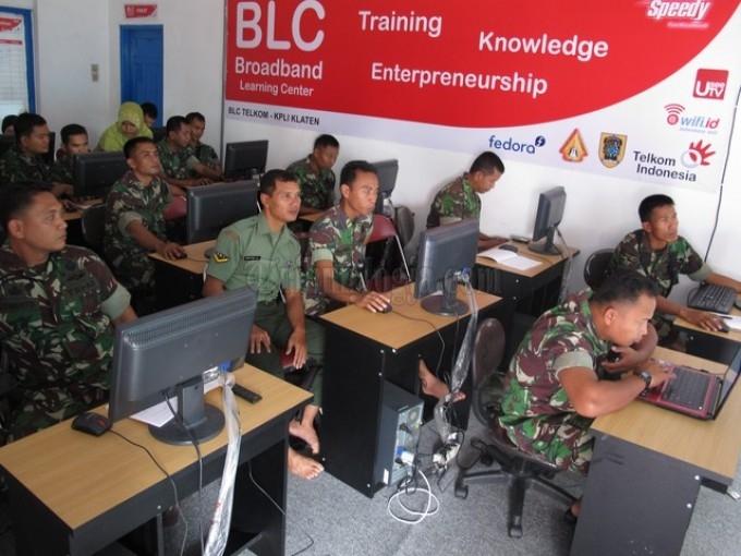 Puluhan anggota TNI Belajar Internet dan Membuat Blog