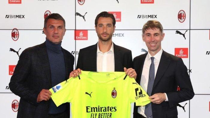 AC Milan telah secara resmi mengumumkan transfer Antonio Mirante yang telah menandatangani kontrak satu tahun dengan klub.
