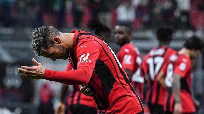 Bek AC Milan Theo Hernandez selebrasi setelah mencetak gol 2-0 pada pertandingan sepak bola Serie A Italia antara AC Milan dan Unione Venezia pada 23 September 2021 di stadion San Siro Milan.