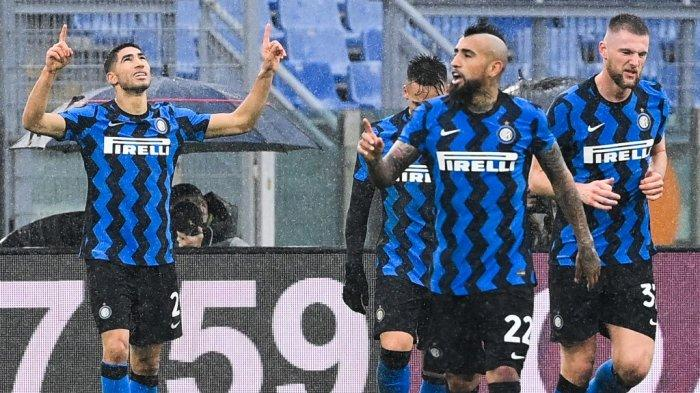 Achraf Hakimi selebrasi di Serie A Italia AS Roma vs Inter Milan pada 10 Januari 2021 di stadion Olimpico di Roma.