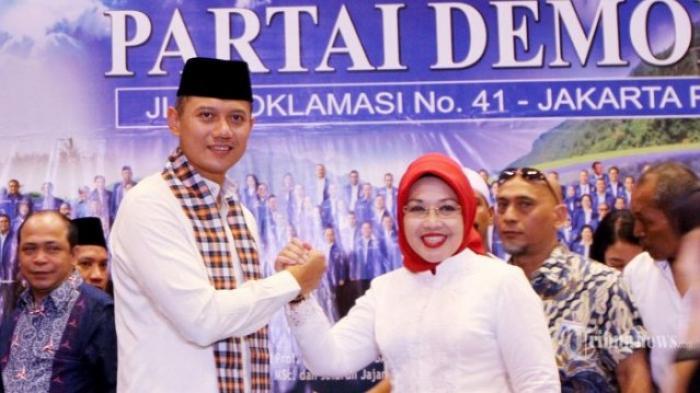 Hasil gambar untuk unggah foto Agus-sylviana dalam pilgub DKI Jakarta