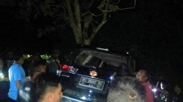 Akibat Sopir Mengantuk, Sebuah Mobil Terperosok ke Kebun Warga di Panggang Gunungkidul