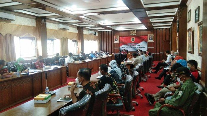 Aksi Gebrak Meja Warnai Audiensi Warga Terdampak Tol Yogyakarta-Solo di Klaten