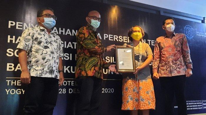 Kemenparekraf RI Serahkan Akta PT untuk 100 Pelaku Pariwisata dan Industri Kreatif di Yogyakarta