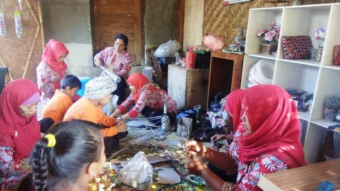 Berkunjung ke Deswitdaya Gamol, Desa Binaan Pertamina TBBM Rewulu