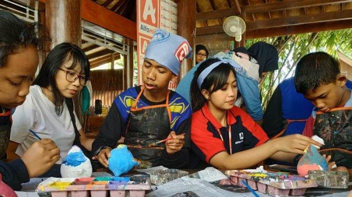 Alfamidi Peduli, Ajak Puluhan Anak Berkebutuhan Khusus Wisata Edukasi ke Taman Pintar Yogyakarta