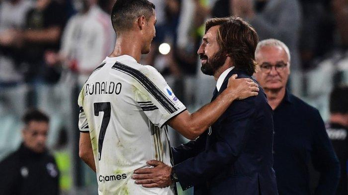 Pelatih Juventus Italia Andrea Pirlo (kanan) mengucapkan selamat kepada penyerang Portugal Juventus Cristiano Ronaldo (kiri) ketika pelatih Italia Sampdoria Claudio Ranieri (Belakang kanan) menyaksikan pertandingan sepak bola Serie A Italia Juventus vs Sampdoria pada 20 September 2020 di stadion Juventus di Turin.