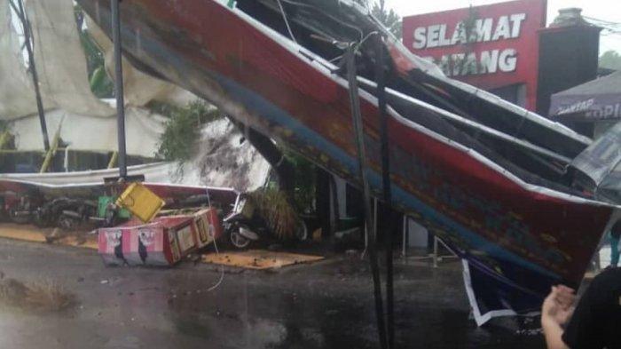 Angin Puting Beliung Porak Porandakan Komplek Umbul Ponggok Klaten