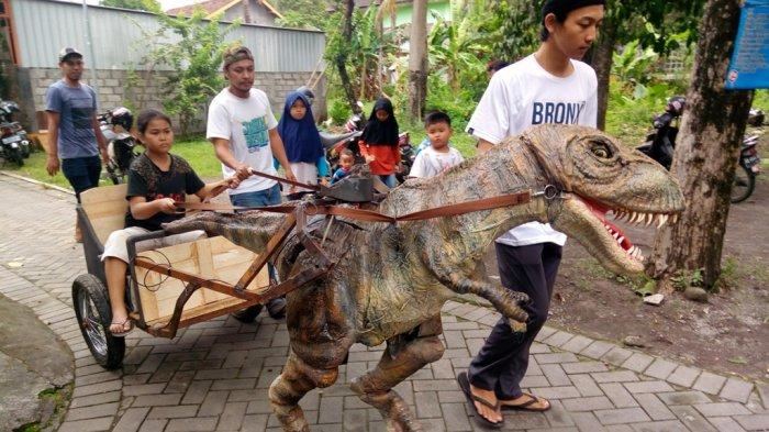 Berawal Dari Melihat Mainan Lulusan Smk Ini Wujudkan Animatronik Dinosaurus Dan Bisa Bergerak Tribun Jogja