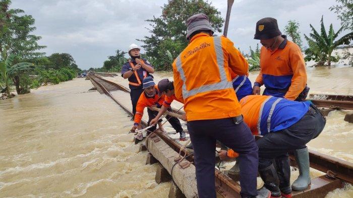 BANJIR, Perjalanan Kereta Api ke Jakarta Dibatalkan, Uang Kembali 100 Persen, Berikut Daftarnya