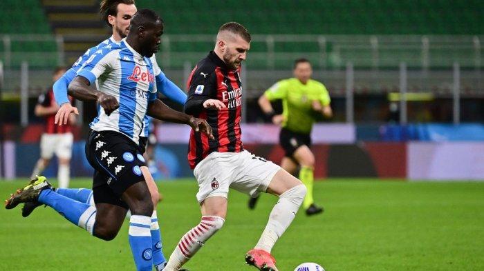 Ante Rebic dan Kalidou Koulibaly di Liga Italia Serie A AC Milan vs Napoli pada 14 Maret 2021 di stadion San Siro di Milan.