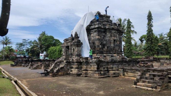 Antisipasi Debu Vulkanik Gunung Merapi, Candi Ngawen di Magelang Ditutup Plastik