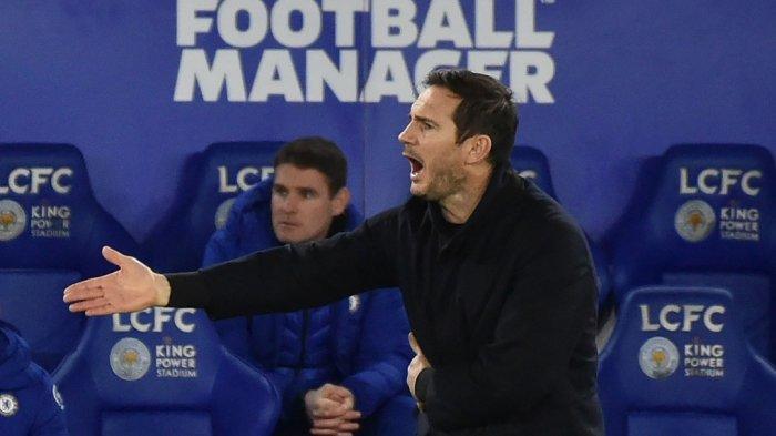 Pelatih Frank Lampard memberi isyarat pada pertandingan sepak bola Liga Inggris antara Leicester City dan Chelsea di Stadion King Power di Leicester, Inggris tengah pada 19 Januari 2021.