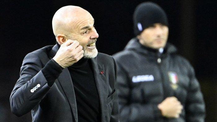 Pelatih AC Milan Stefano Pioli