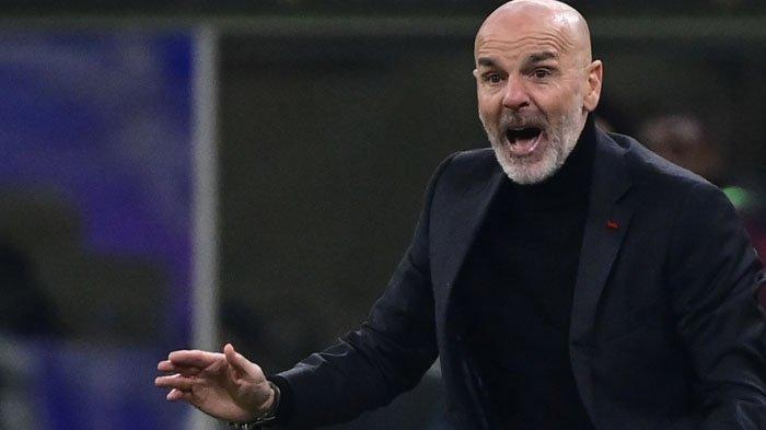 Reaksi Pelatih AC Milan  Stefano Pioli saat pertandingan Serie A  Liga Italia AC Milan vs Juventus  6 Januari 2021 di stadion San Siro di Milan.