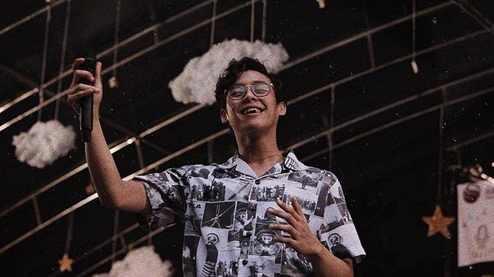 Lirik Lagu Ardhito Pramono - Fake Optics - If I could picture all my friend in this lonely world
