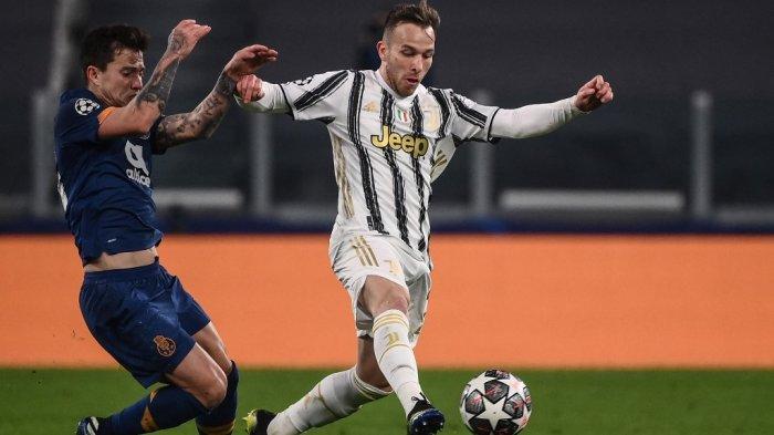 Arthur dan Otavio babak 16 besar Liga Champions Juventus vs Porto 9 Maret 2021 di stadion Juventus di Turin.