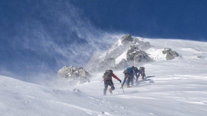Begini Arti Mimpi Mendaki Gunung, Ada Kesuksesan yang Menunggu Anda di Masa Depan