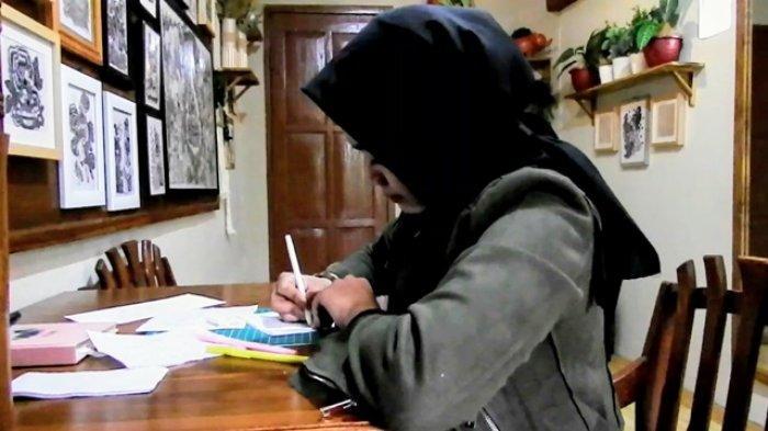 Bermodal Tisu, Karya Gambar Perupa Wanita Asal Gunungkidul Ini Tembus Pameran Nasional