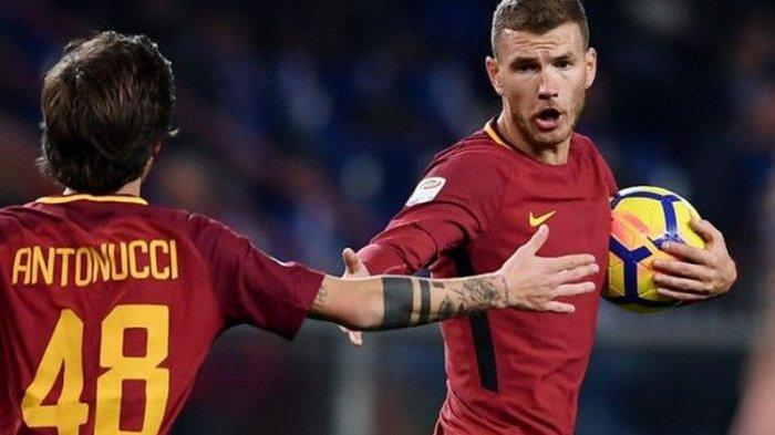 Ekspresi penyerang AS Roma, Edin Dzeko, setelah mencetak gol ke gawang Sampdoria pada laga tunda pekan ke-3 Liga Italia di Stadion Luigi Ferraris, Rabu (24/1/2018) lalu.