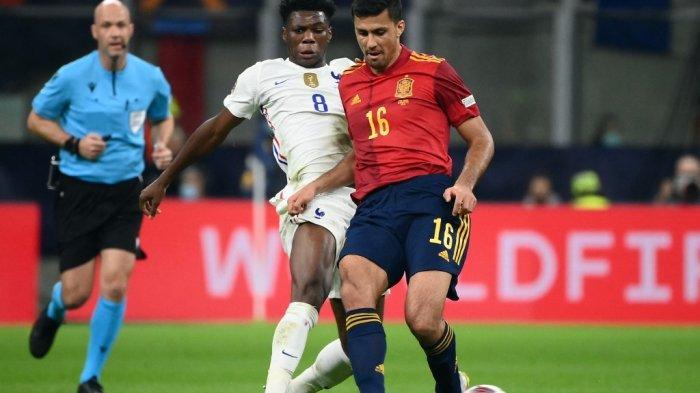 Aurélien Tchouameni vs Rodri di final Nations League antara Spanyol vs Prancis di stadion San Siro di Milan, pada 10 Oktober 2021.